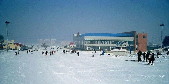 2009沈阳棋盘山滑雪场新颜待客